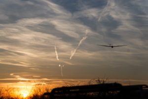 Segelkunstflug - Landung bei Sonnenuntergang